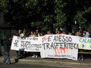 Foto della manifestazione tratta da Tra il reale e l'immaginario: Manifestazione per De Magistris - http://trailrealeelimmaginario.typepad.com/tra_il_reale_e_limmaginar/2007/10/manifestazione-.html