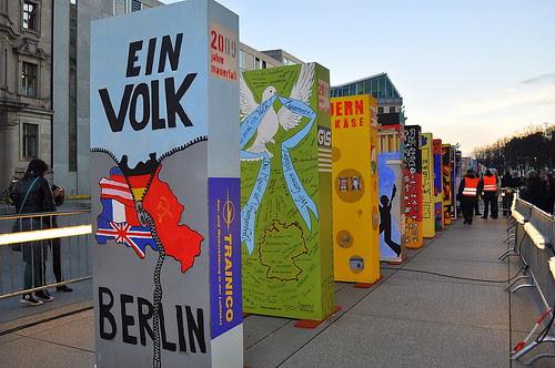 Dominosteine am Brandenburger Tor (17)