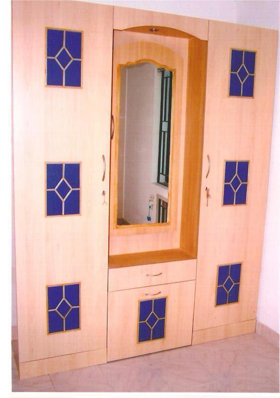 mirror door design for drawing room    640 x 480