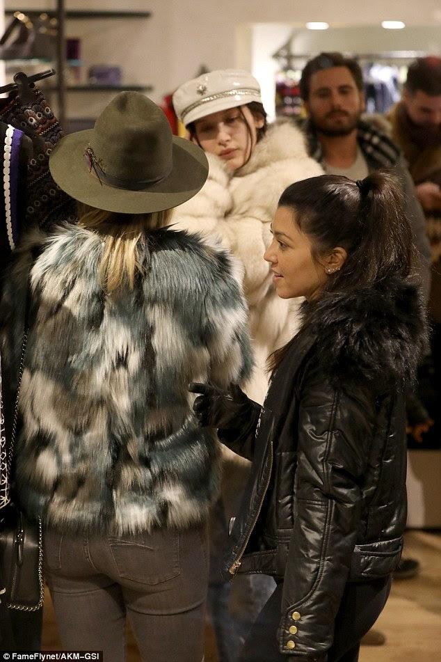 Mordidas de realidade: Transformou-se em bastante a reunião improvisada, como Bella e Kate bateu em Kourtney Kardashian na mesma loja