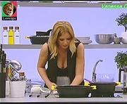Vanessa Oliveira super sensual no programa As receitas lá de casa