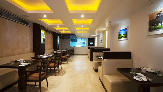 Le Fairway | Bar and Restaurant in Paharganj | Hotel Le ROI Delhi, Paharganj