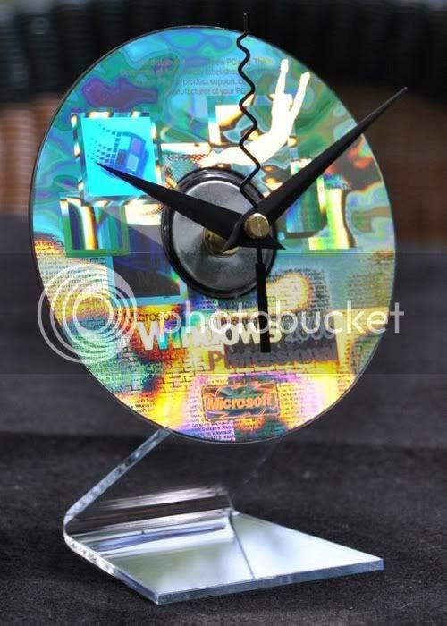 Windows 2000 holographic cd desk clock