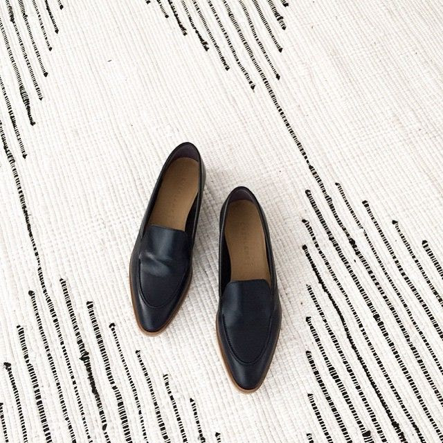 Le Fashion Blog LA Apartment Instagram Black Everlane Loafers Affordable Striped Black White Woven Rug photo Le-Fashion-Blog-LA-Apartment-Instagram-Black-Everlane-Loafers-Affordable-Striped-Black-White-Woven-Rug.jpg