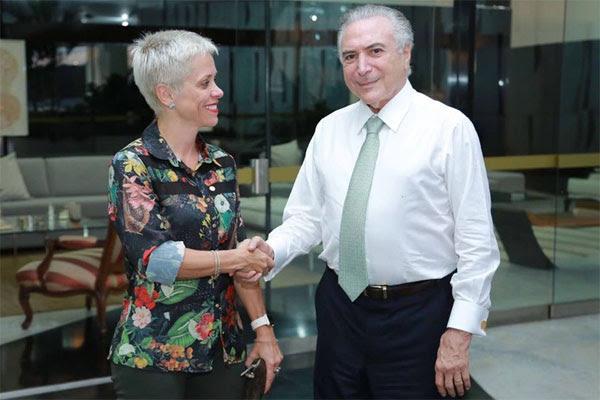 Resultado de imagem para fotos da deputada cristina brasil do ptb