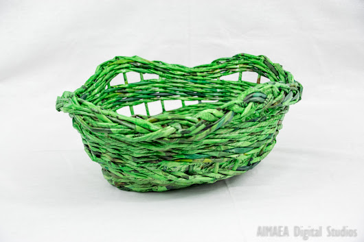 Green handmade straw bread holder