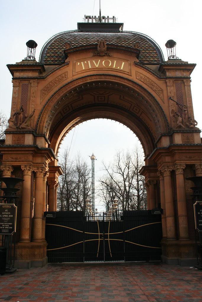 Tivolis hovedindgang en januardag