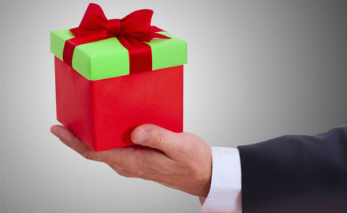 Holiday Rewards For Employees: Yes or No?