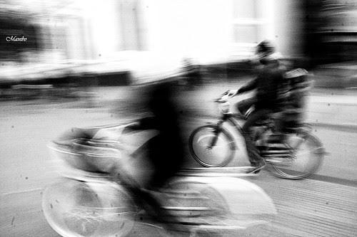 Ciclistas by Alejandro Bonilla