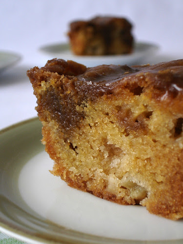 Apple cake with toffee crust