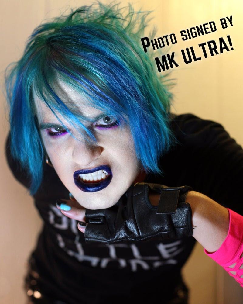 Resultado de imagen para blue hair mk ultra