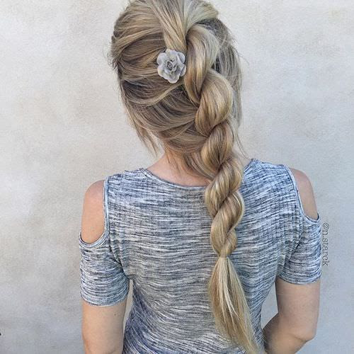12 Chic Hairstyles for Long Straight Hair - Fashion Daily