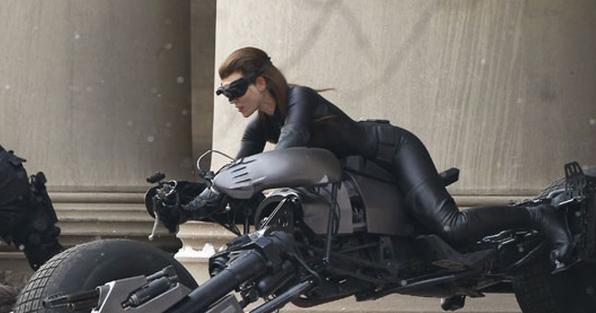 Anne Hathaway Regrets Not Asking to Keep Catwoman Costume