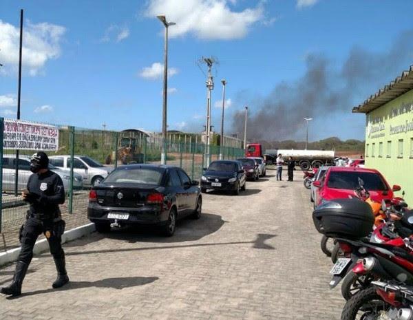 Presos incendiaram colchões da CPPL, em Itaitinga (Foto: Arquivo Pessoal)