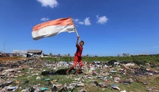 63 Gambar Orang Pegang Bendera Merah Putih Paling Bagus