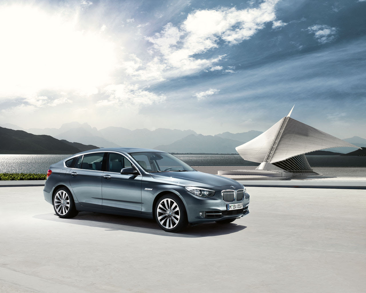 Based on the platform of the new BMW 7 Series, the 5 Series GT was