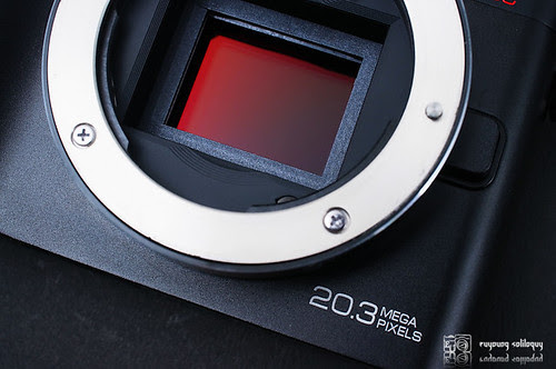 Samsung_NX200_exterior_06