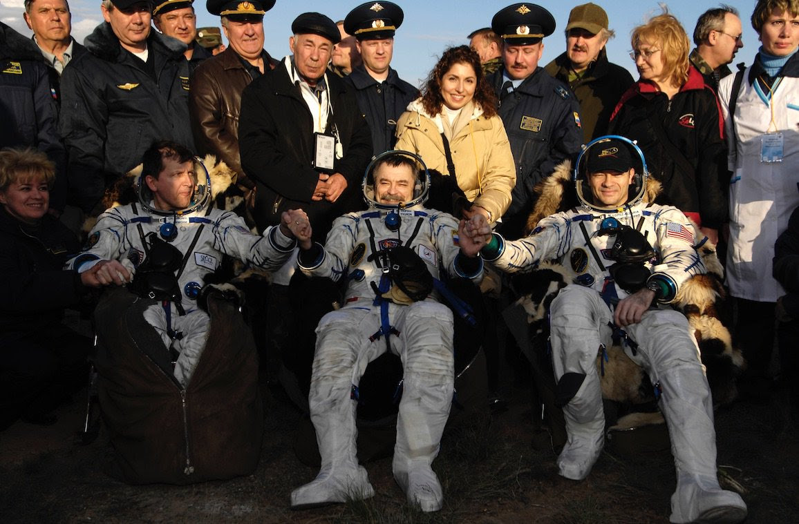 Apr21-2007-SoyuzTMA9landing