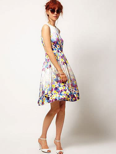How to buy dresses for wedding guests ? AcetShirt