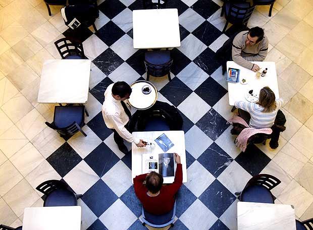 http://www.elpais.com/recorte/20090121elpmad_7/LCO340/Ies/Cafe_Filmoteca_Espanola.jpg