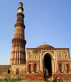 Qutab Minar mausoleum.jpg