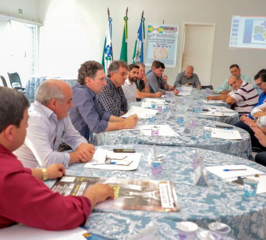 Em reunião em Faxinal prefeitos definem os preparativos dos 50 Anos da Amuvi