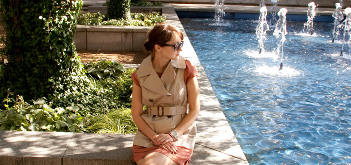 dashdotdotty, sleeveless trench, dress layers, how to wear, shiny oxfords, park photos, outfit blog