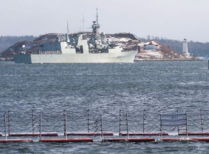 Canadian ship to help ease migrant crisis
