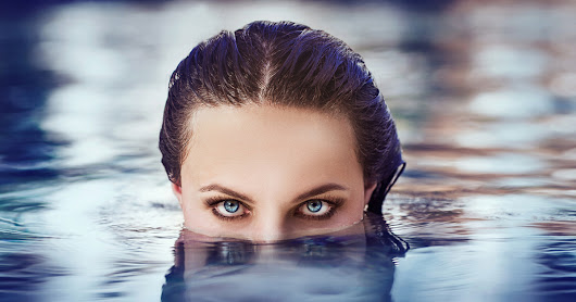 Can I Swim With My Contact Lenses In?