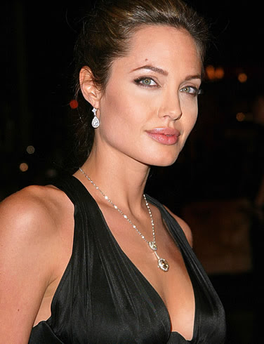 http://osiminspiringlife.files.wordpress.com/2009/11/angelina-jolie-picture-2.jpg