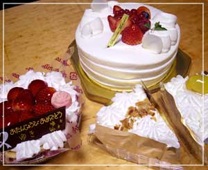 モンシェールのショートケーキにアンナミラーズ。ケーキ祭りだわー。