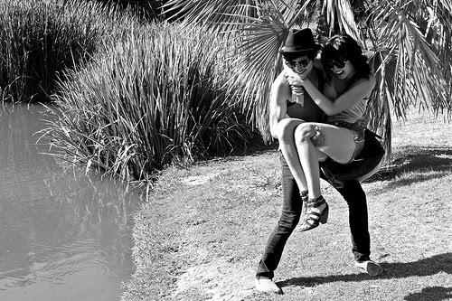 """Um dia me perguntaram se era realmente amor o que eu sinto por você. Pensei: """"acordo pensando em você, durmo pensando em você, tudo que faço, faço pensando em você, quando ouço a palavra amor seu nome vem automaticamente na minha cabeça. Se meu dia tá chato, basta uma palavra sua pra que tudo mude. Sua presença me causa sensações incríveis, coisas que nenhum outro, jamais, foi capaz de me fazer sentir. Sinto seu cheiro, seu gosto, mesmo quando estamos longe um do outro, sinto saudades, 5 minutos depois de você ir embora. E, além de tudo isso, e outras coisas mais, você me dá a certeza da sua reciprocidade, me faz sentir a pessoa mais amada do mundo, me faz feliz sem pedir nada em troca."""" E aí, tem como não ser amor?"""