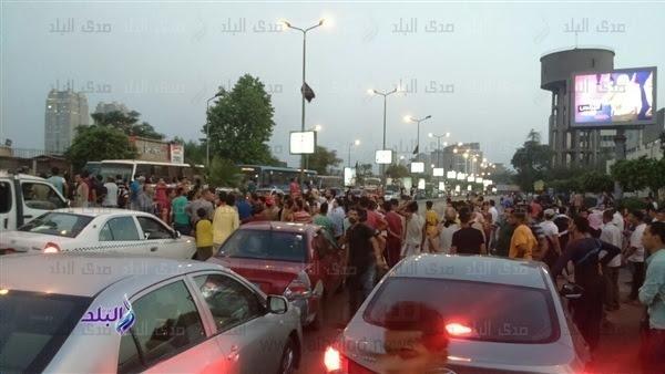 الأمن يطلق الغاز على المحتجين ويفتح طريق الكورنيش أمام السيارات