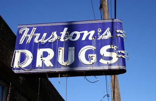 huston's drugs neon sign