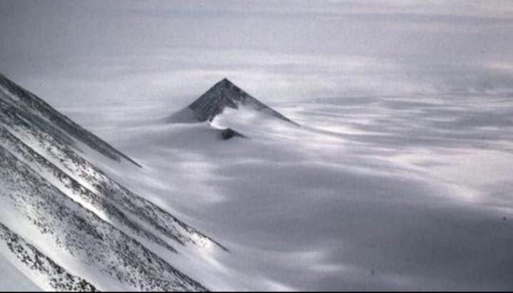 Antarctique russe pyramide4 1