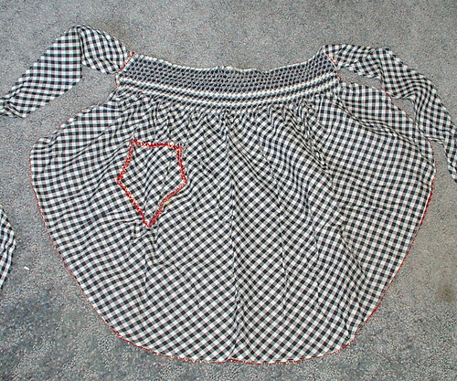 apron on bias smocked