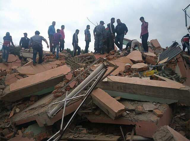 http://www.hindustantimes.com/Images/popup/2015/4/nepalquake15.jpg