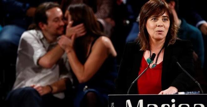 Al fondo, Pablo Iglesias y Marisa Matias, líder del partido Bloco de Esquerda. En primera línea, Catarina Martins.- EFE