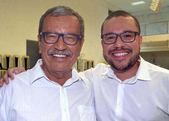 Donga ao lado do filho e também ex-prefeito de Santaluz, Zenonzinho | Foto: Reprodução