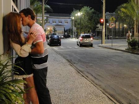 Marina Ruy Barbosa e Klebber Toledo em cena de 'Morde & assopra'