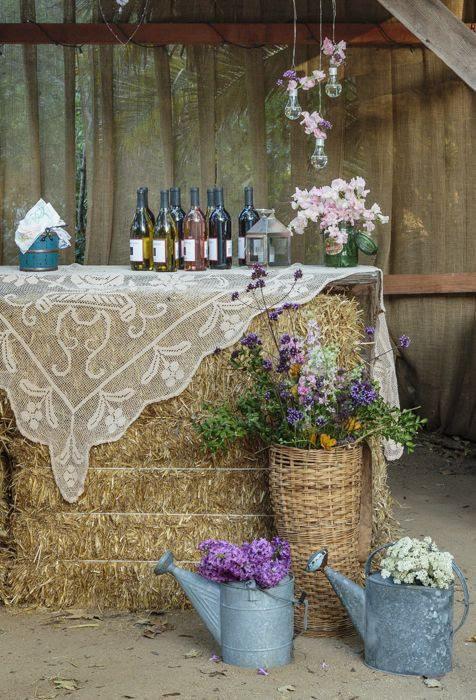 hay bale lace and wildflower outdoor country wedding decor ideas