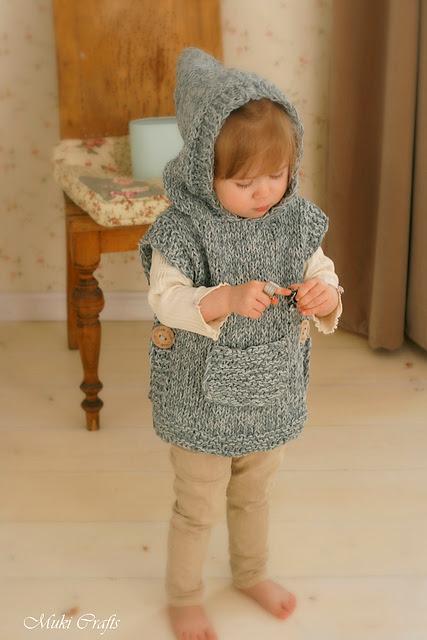 Hooded poncho Phoebe par Muki Crafts