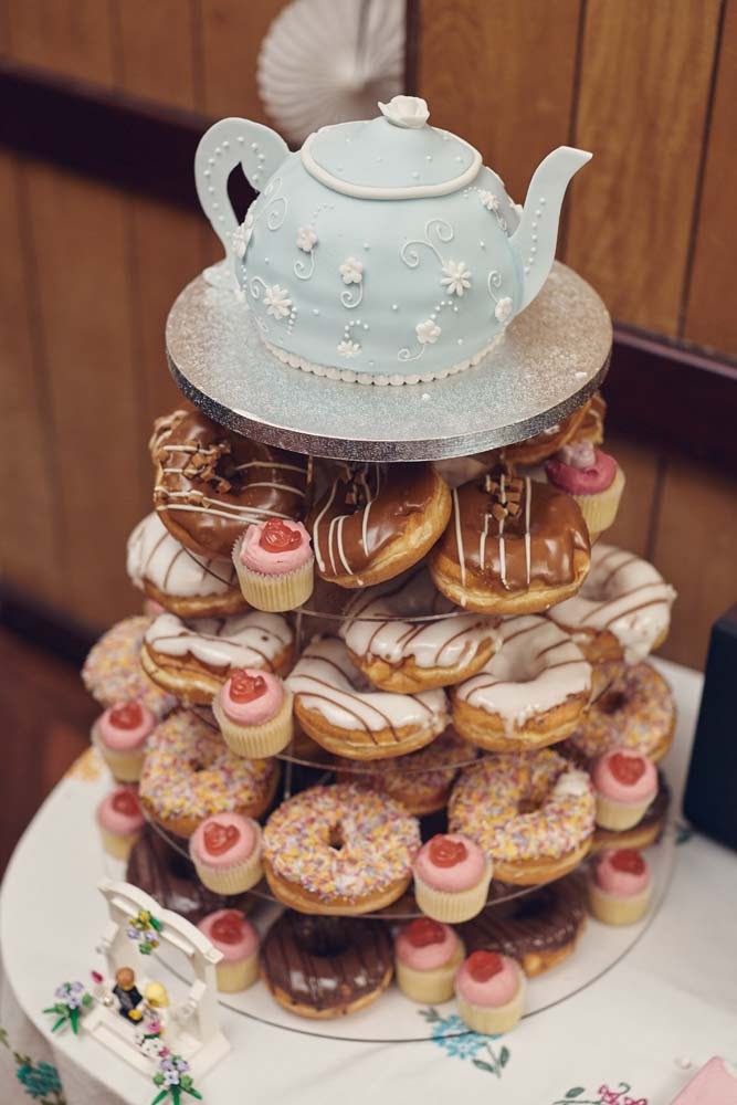 Vintage wedding cake with spotty teapot cake layer - www.helloromance.co.uk