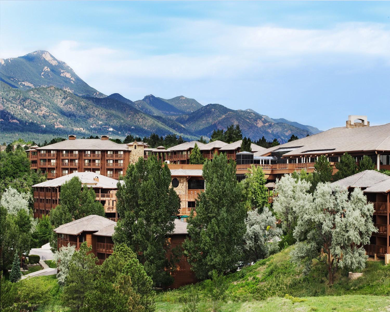 Outlets of Colorado Host Strike a Pose Models for Resort