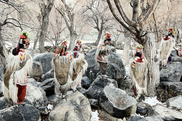 photographs-of-vanishing-tribes-before-they-pass-away-jimmy-nelson-35__880