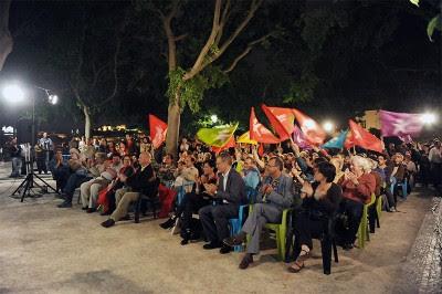O comício no jardim de S. Pedro de Alcântara juntou algumas  centenas de pessoas. Foto Paulete Matos