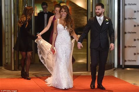 Lionel Messi Marries Childhood Girlfriend Antonella