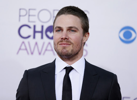 'Arrow' Star Stephen Amell Joins 'American Ninja Warrior: Celebrity Edition' For Red Nose Day