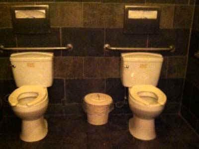 bathroom.jpg (27775 bytes)