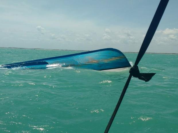Embarcação afundou próximo aos parrachos de Maracajaú (Foto: Divulgação/Ibama)